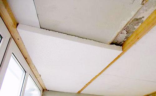 Утепление-потолка-балкона