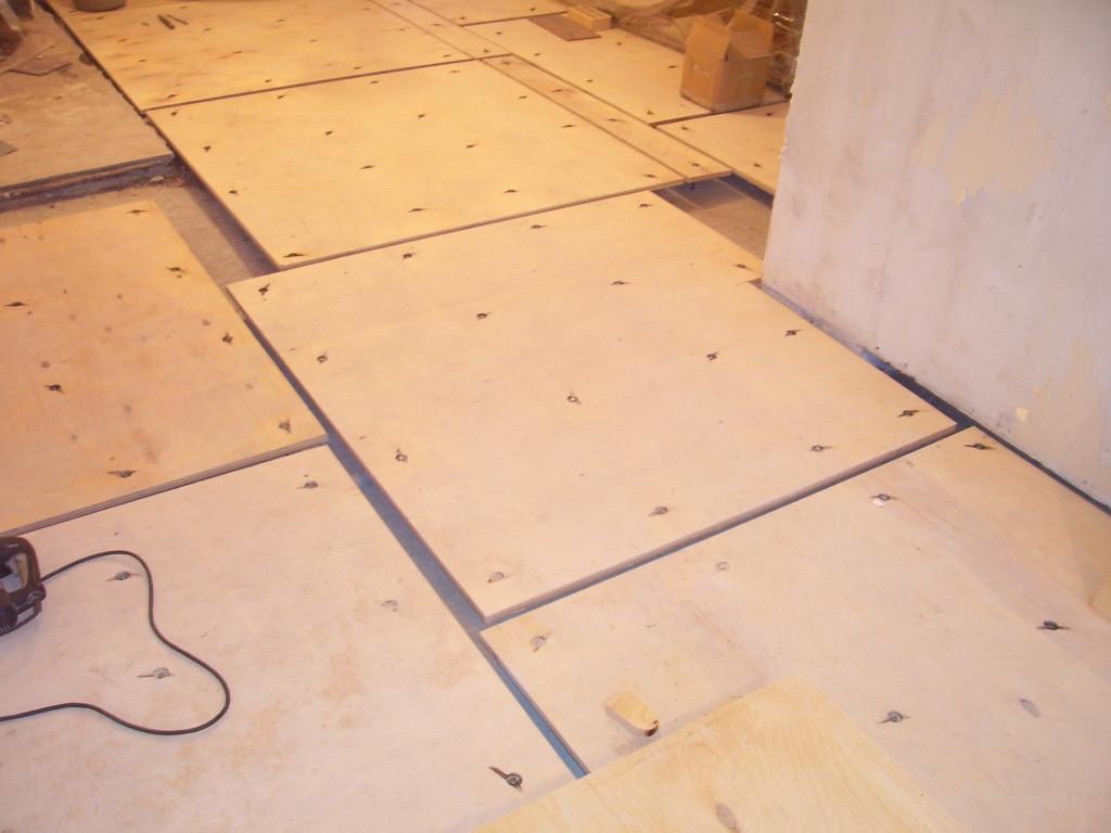 vyravnivanie-betonnogo-pola-pod-laminat