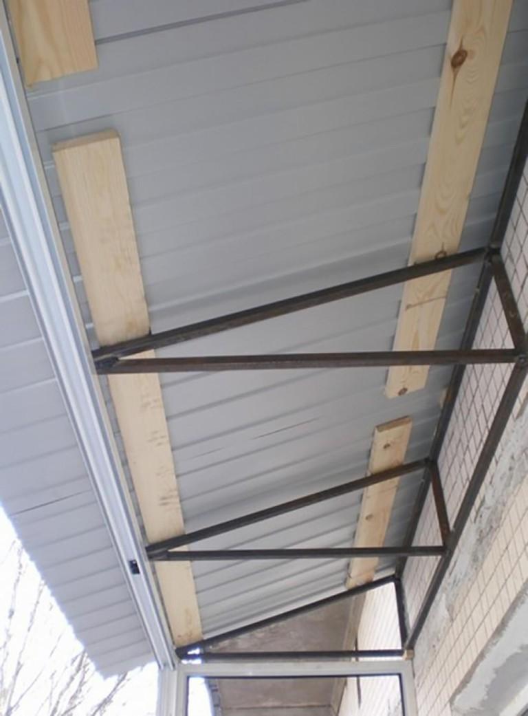 Сделать балкон с крышей своими руками 31