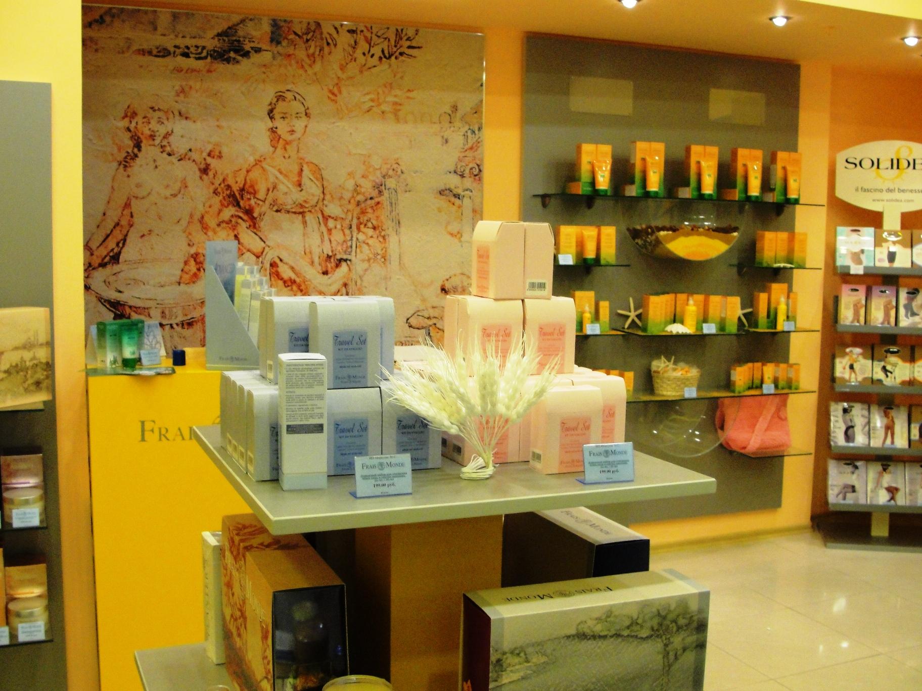 Дизайн магазин парфюмерии и косметики