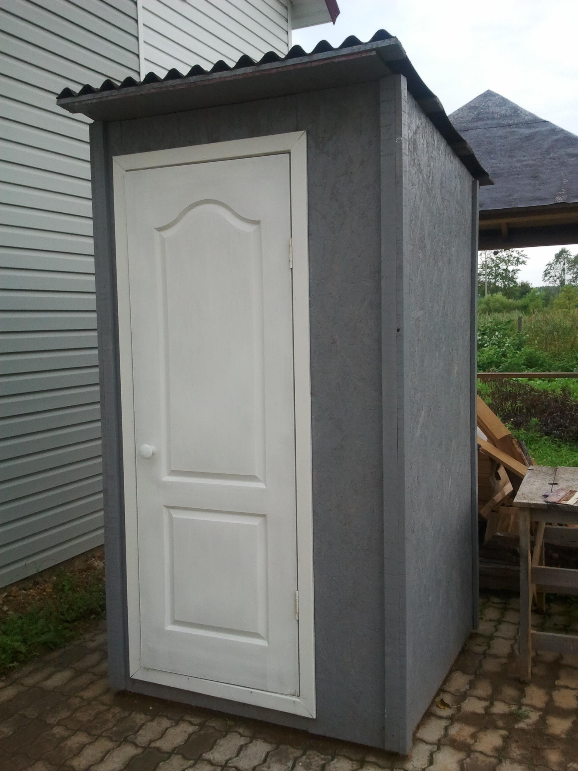 dver-v-ulichnyy-tualet-mozhno-kupit-gotovuyu