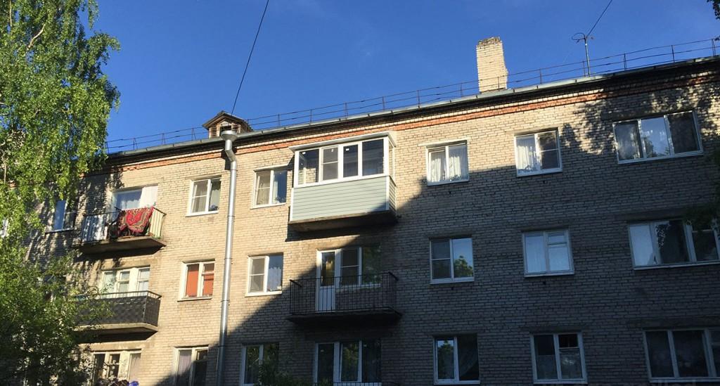 osteklenie-balkonov-s-kryshej