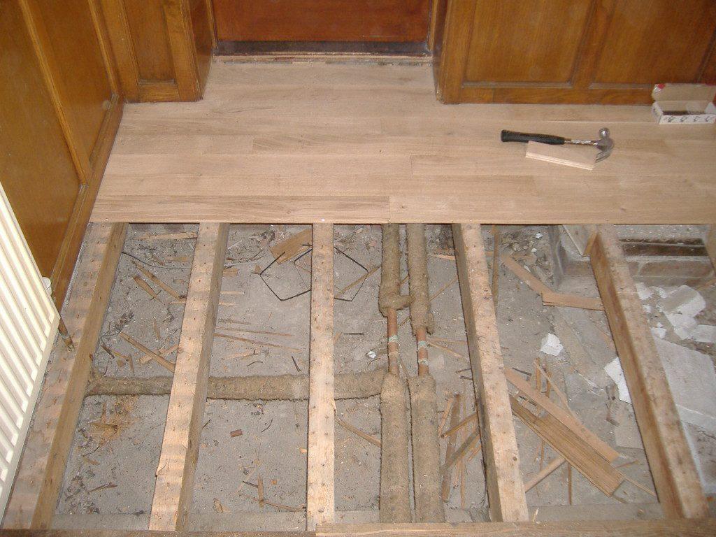 Как постелить деревянный пол своими руками в деревенском доме 15
