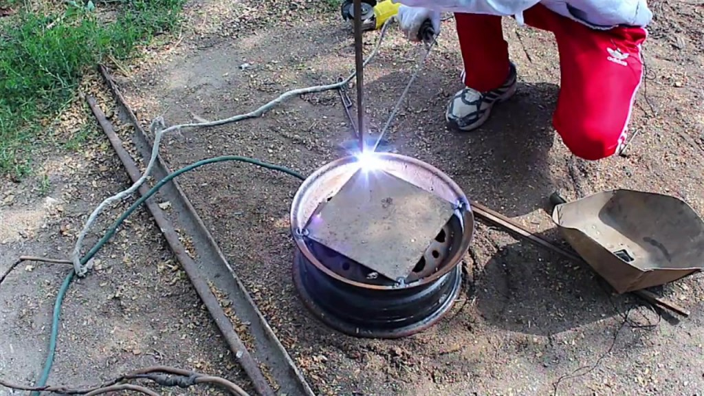 1440762274_kak-sdelat-mangal-gril-iz-avto-diska-how-to-make-a-charcoal-grill-with-an-automobile-disk-098