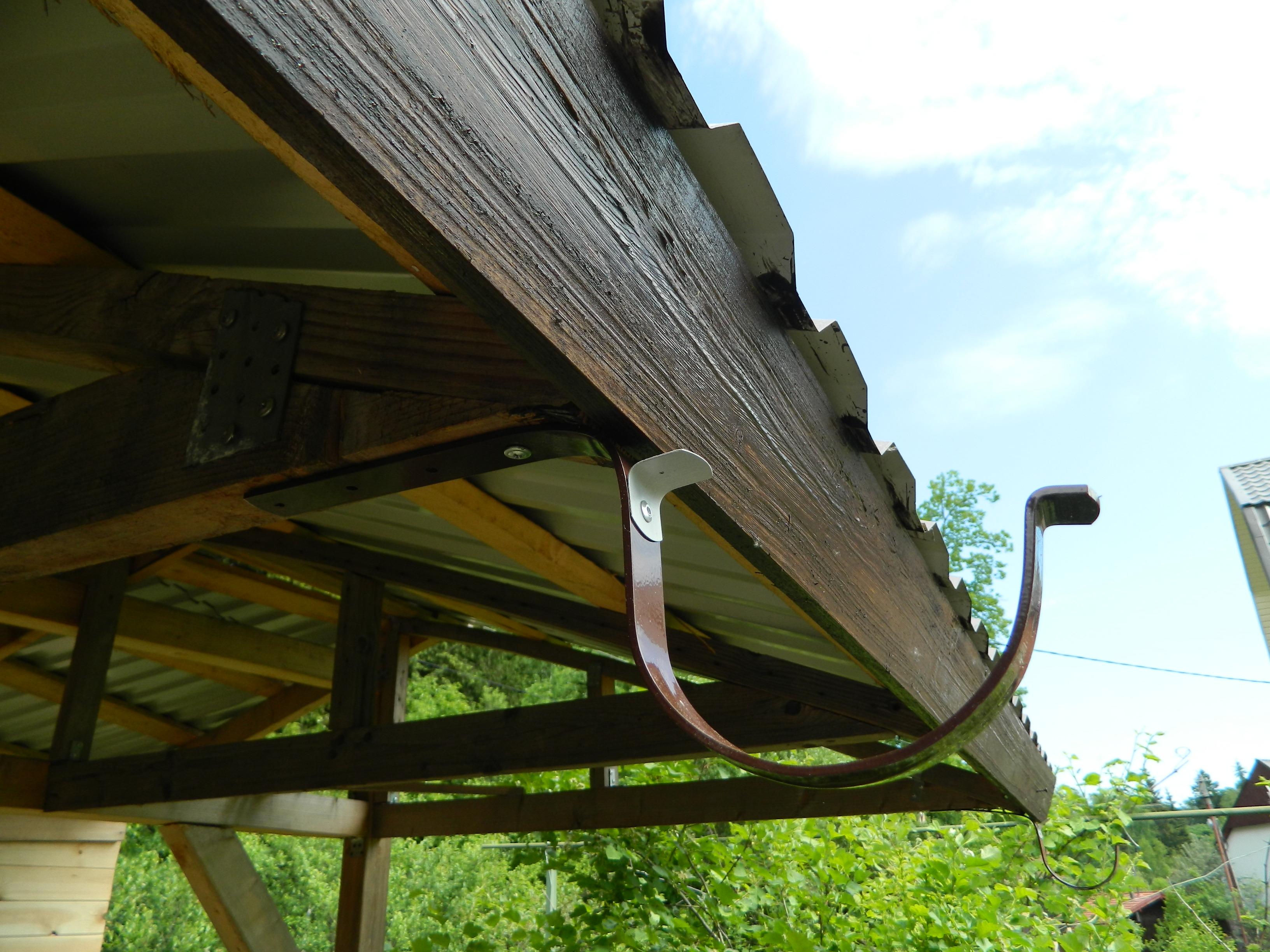 Крепление слива на крыше своими руками