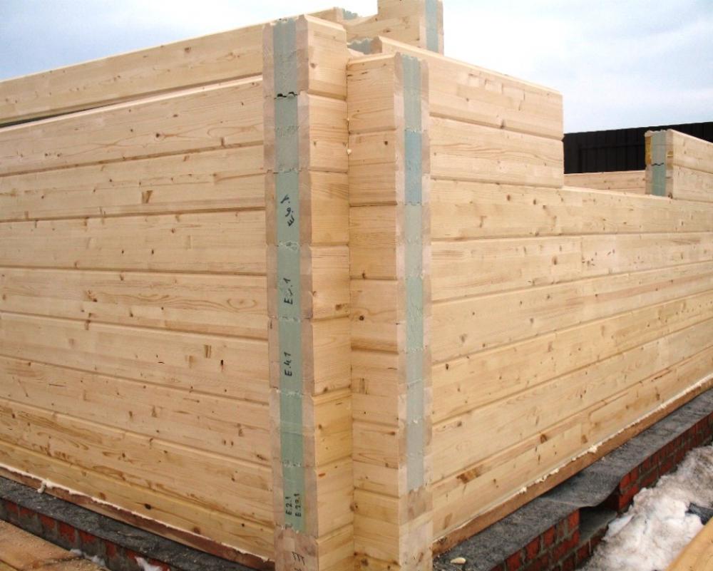 Термобрус впитал в себя лучшие качества обычного сырого бруса - экологичность и дышащие свойства конструкции стены.