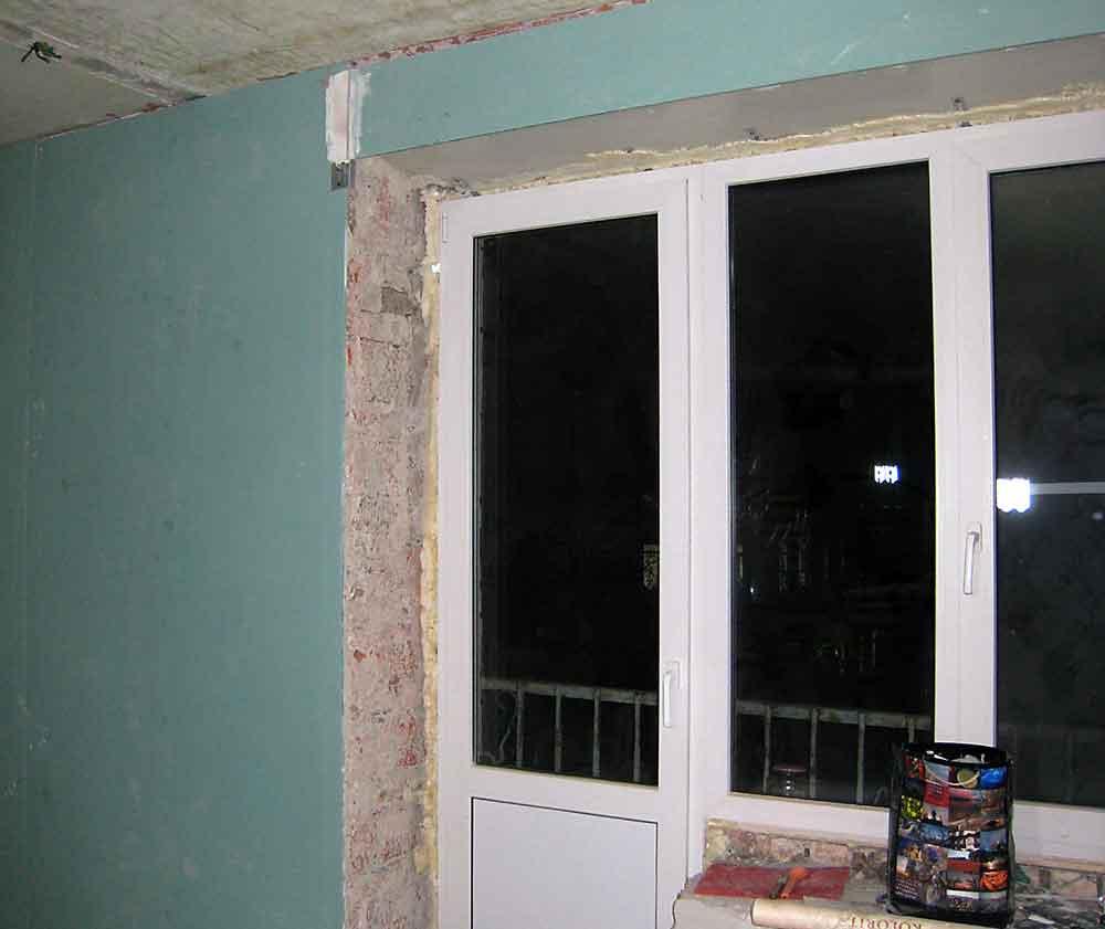 otkosy-na-dveri-v-balkonnom-okne-delayut-po-takomu-zhe-printsipu