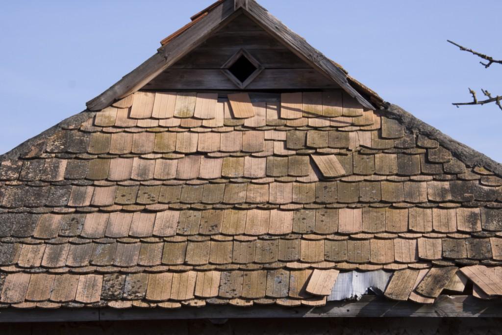 Старая черепичная крыша