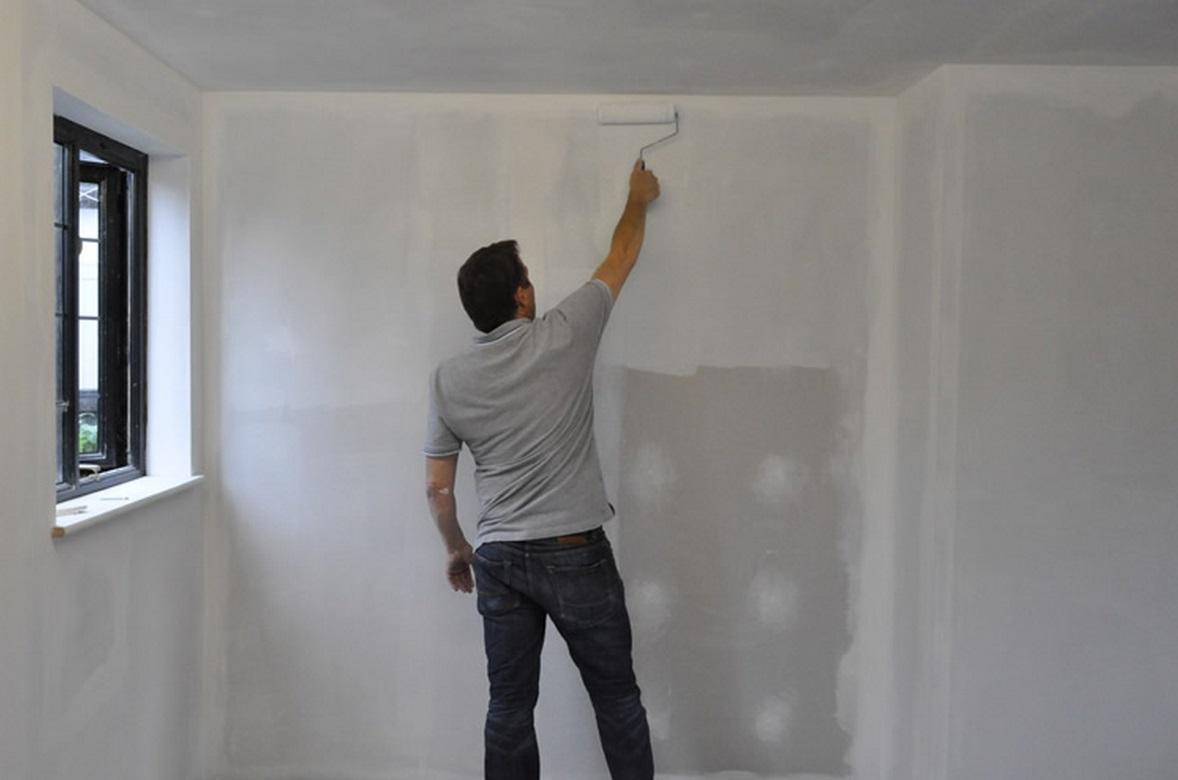 Грунтовка стен перед поклейкой обоев: залог качества отделки