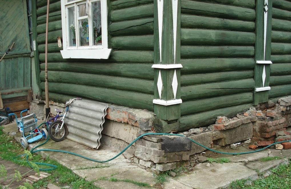 Дом-на-разрушенном-кирпичном-фундаменте