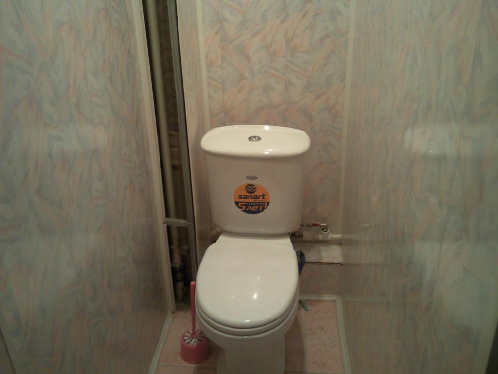 otdelka_tualeta_plastikovymi_panelyami_foto3