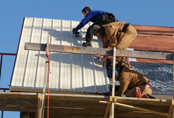 Монтаж профнастила с замком на крышу своими руками фото и видео-инструкция 41