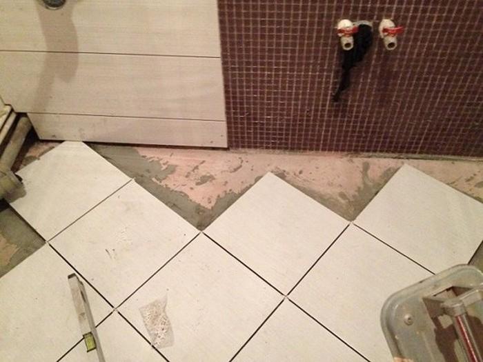 Кто сам клал плитку в туалете своими руками