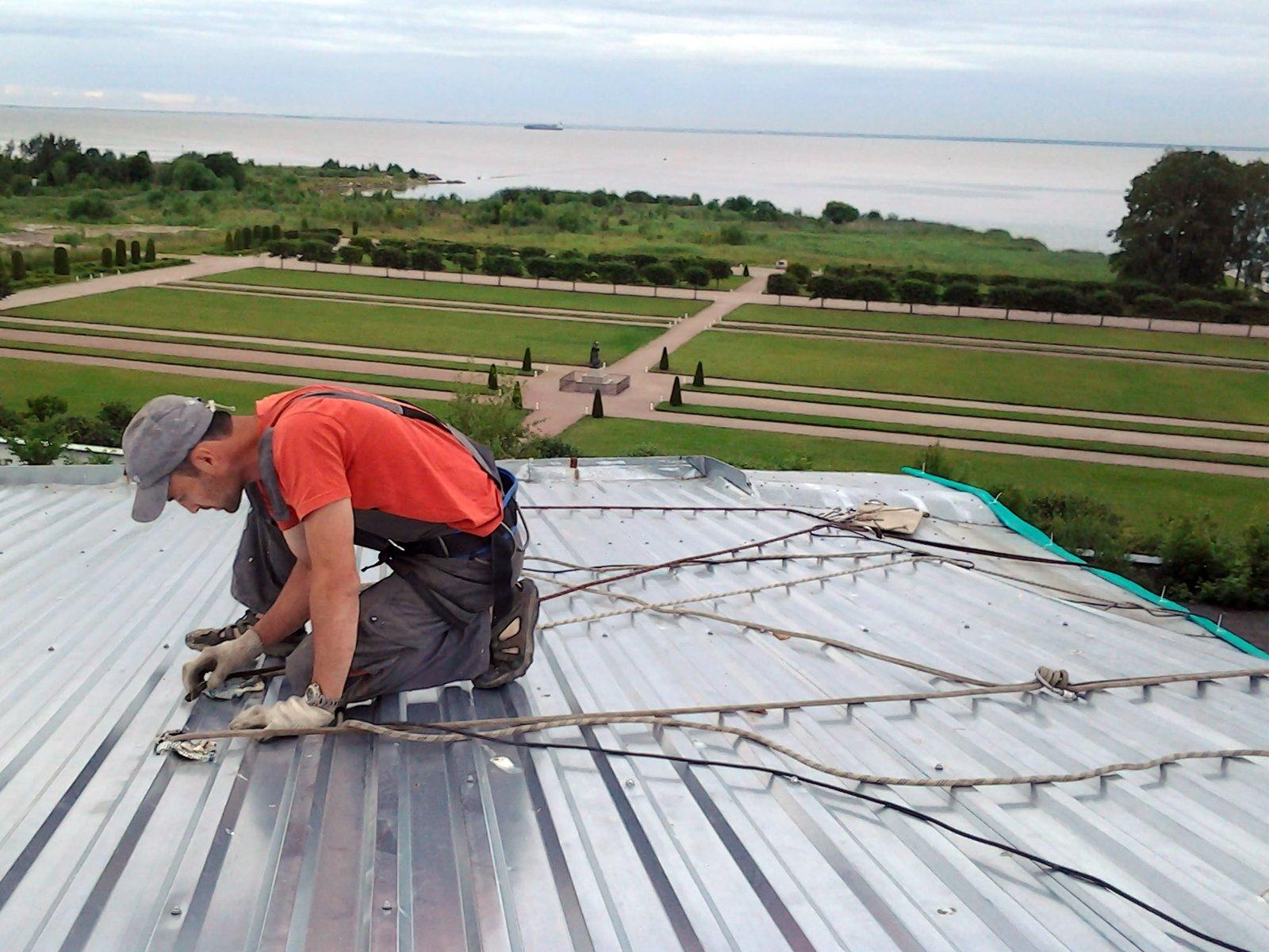 Монтаж профнастила с замком на крышу своими руками фото и видео-инструкция 4