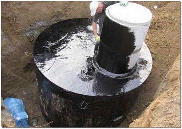 Gidroizolyatsiya-septika-iz-betonnyh-kolets-