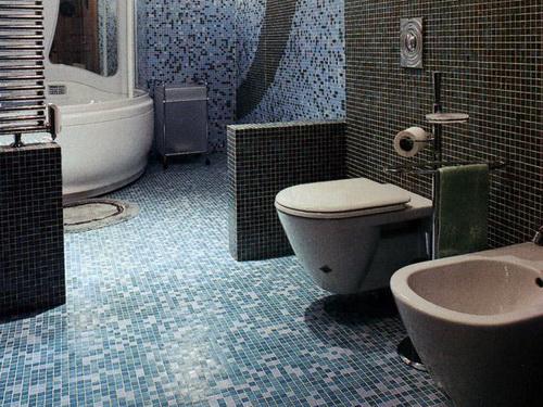 Mozaika na pol v tualet