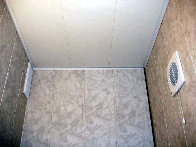 chem-otdelat-steny-v-tualete