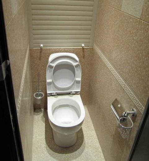 dizajn-malenkogo-uzkogo-tualeta