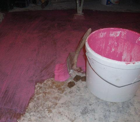 грунтовка-пола-ванной-бетоноконтактом-по-масляной-окрашенной-поверхности
