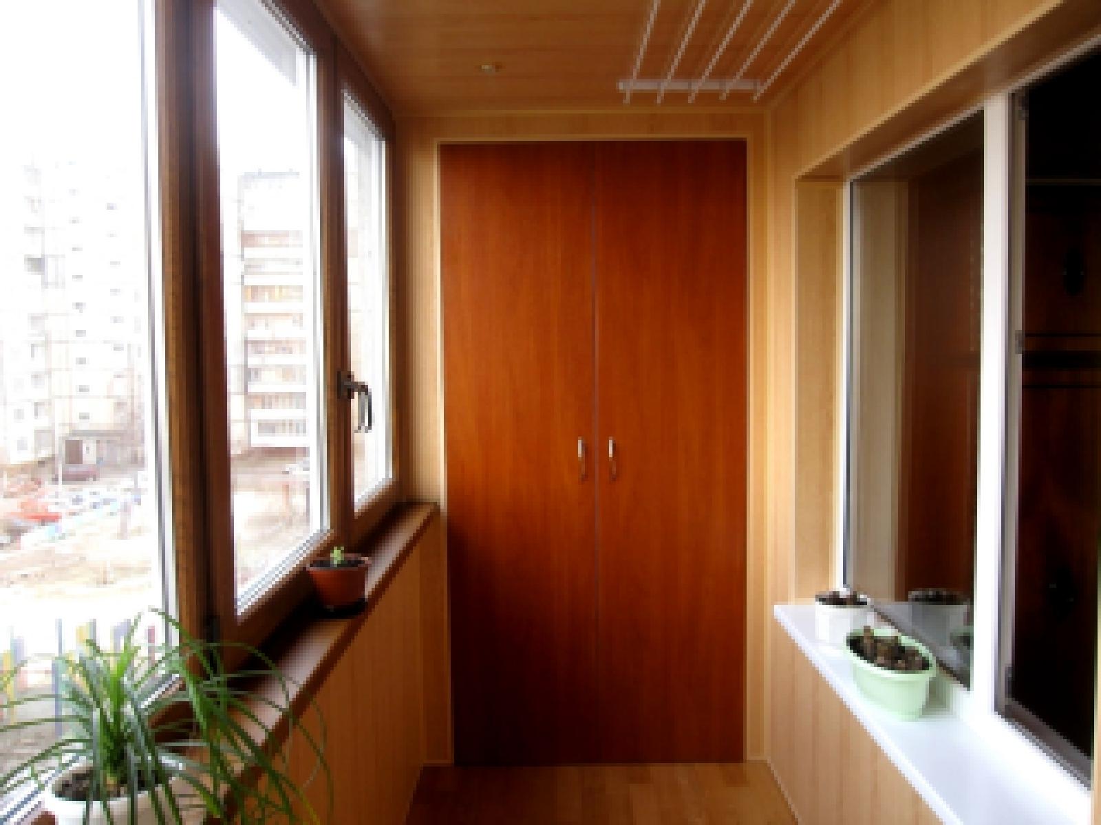 Примеры отделки балконов пластиковыми панелями, цены от прои.