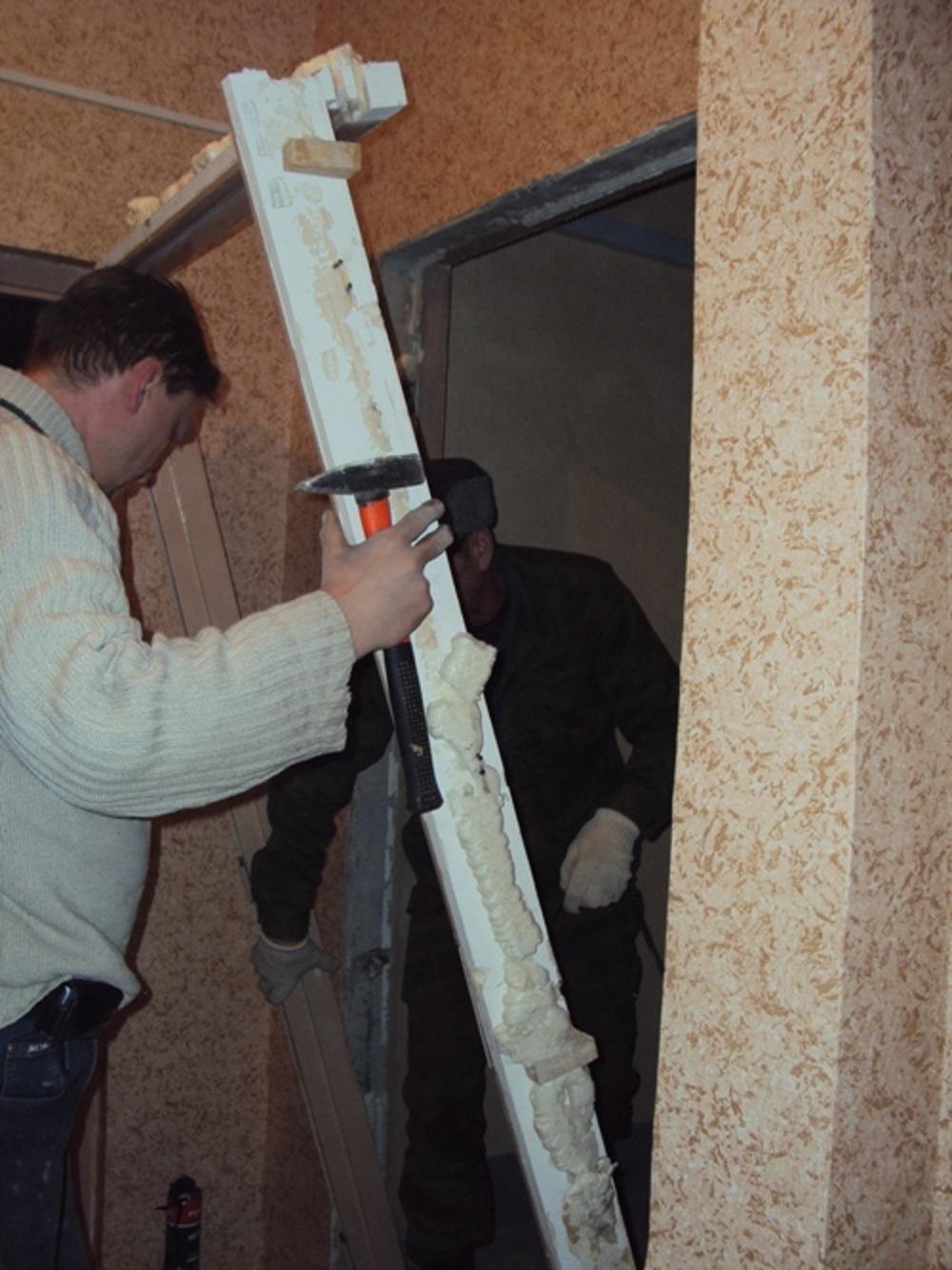 demontazh-dvernoj-korobki