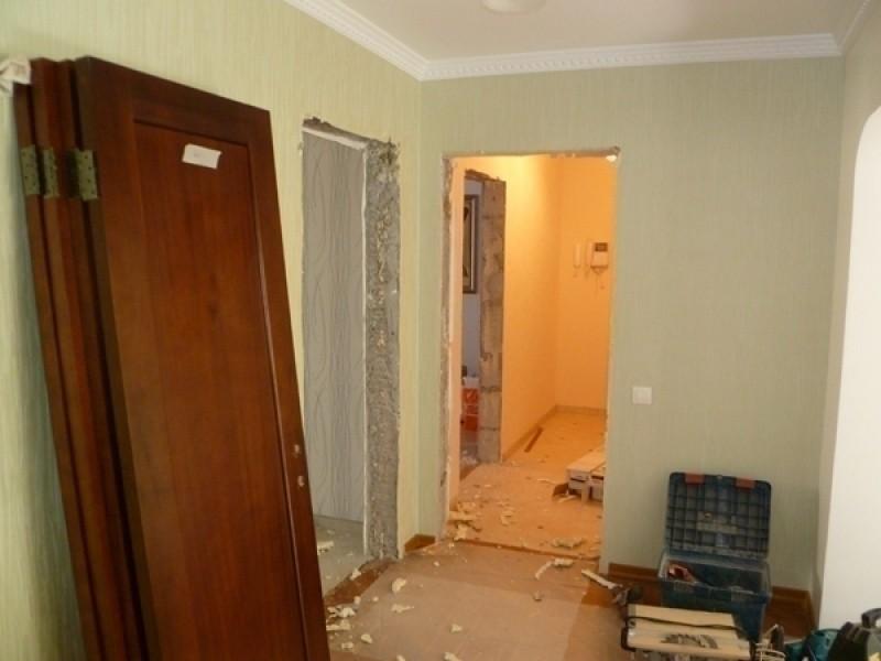 demontazh-montazh-mezhkomnatnyh-dverej