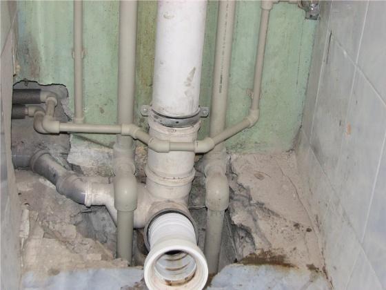 zamena-kanalizatsionnogo-stoyaka