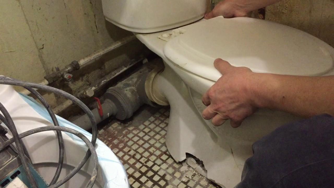 Как демонтировать старый унитаз своими руками 31