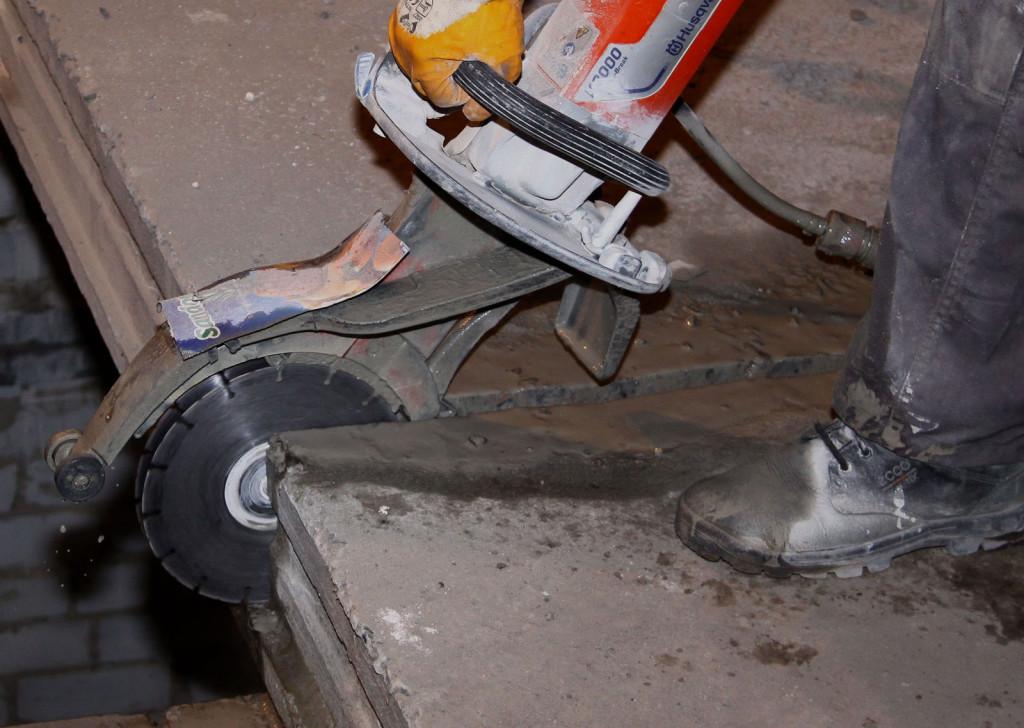 vyrezanie-proemov-v-betone-almaznym-krugom