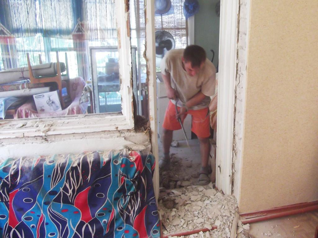 3_demontazh_starogo_okna