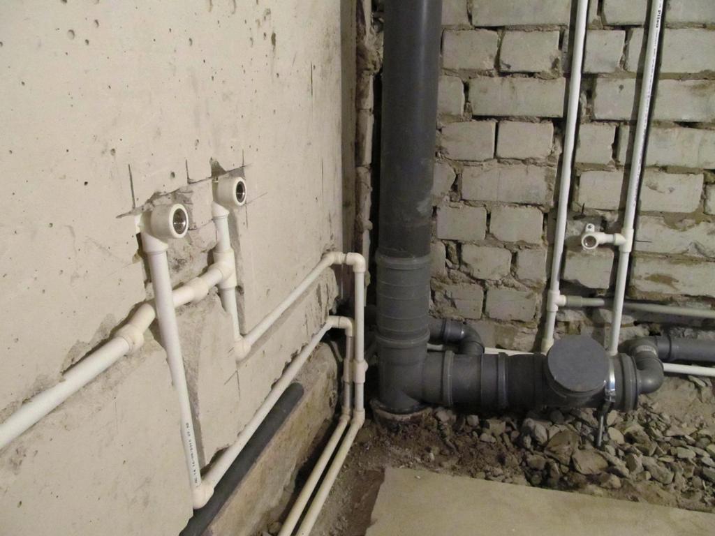 Pазводка-водопроводных-труб-в-санузле1