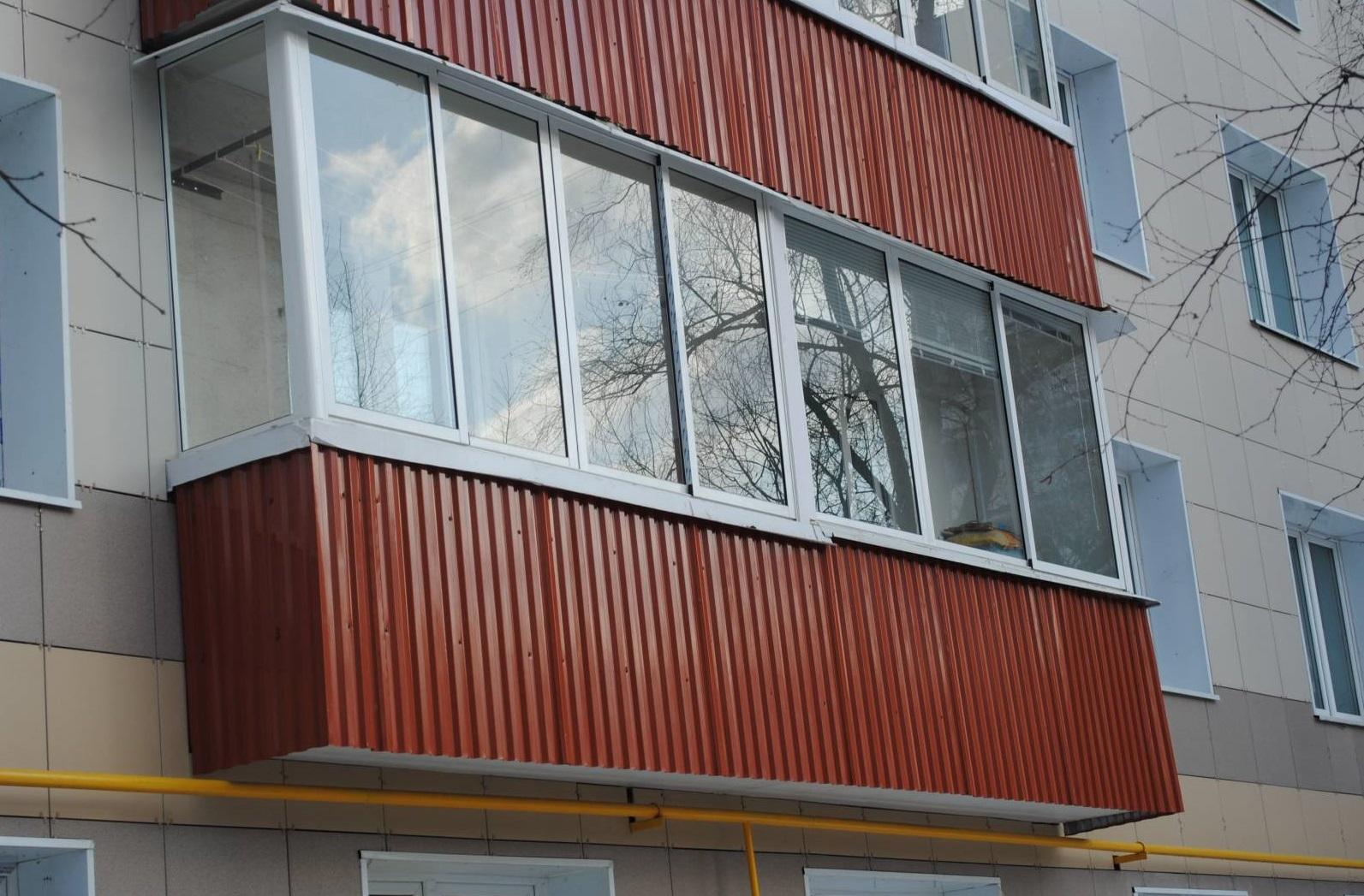 obshivka-balkona-profnastilom1