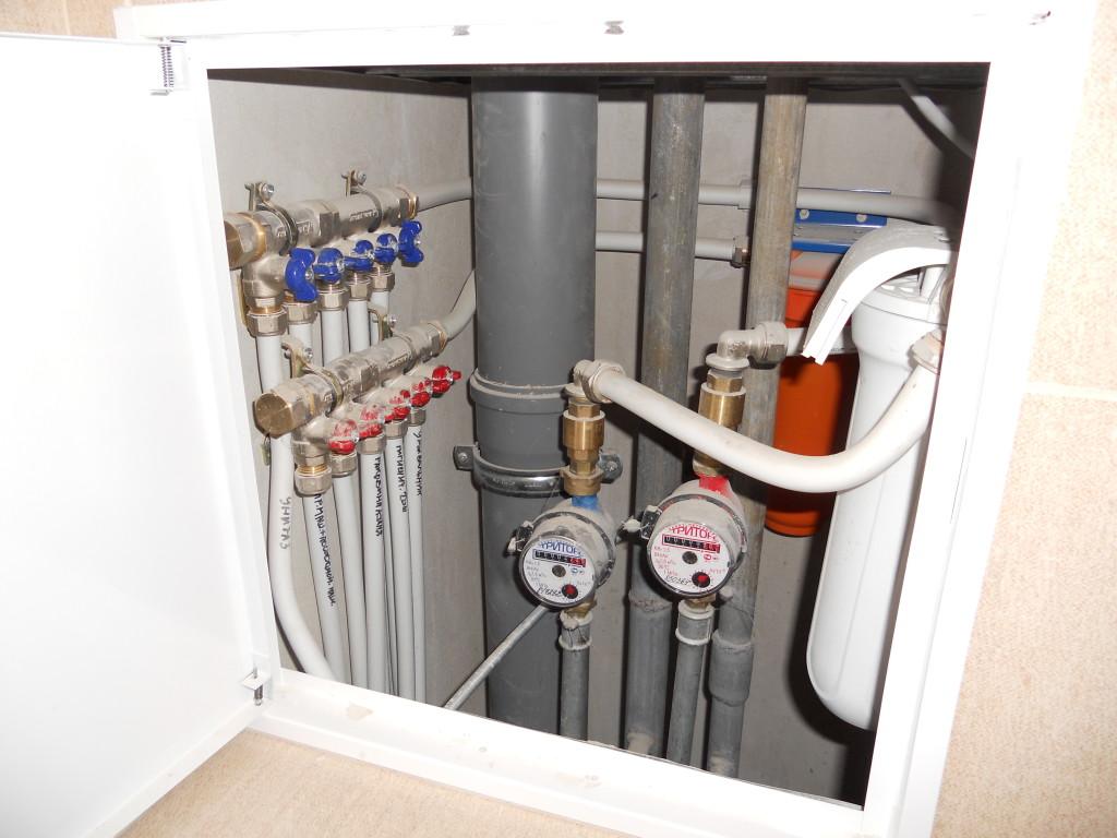 Стояки-водоснабжения-и-канализации-в-квартире-фото